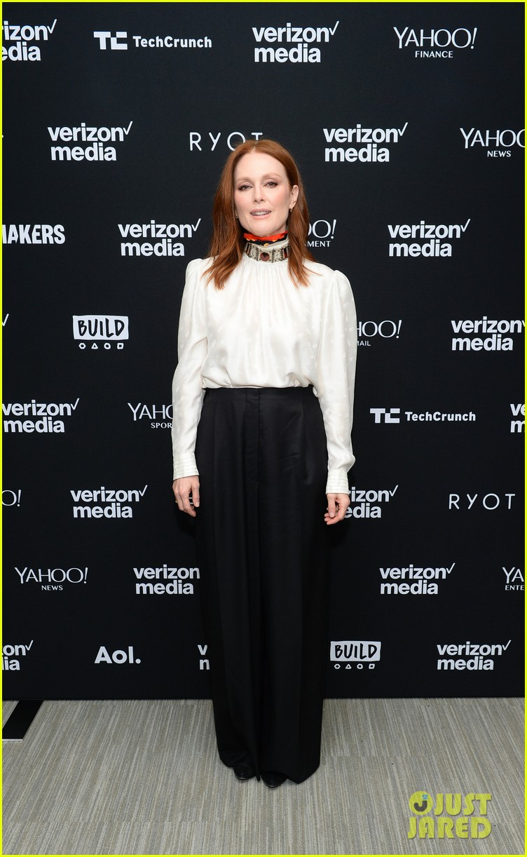 julianne moore attends verizon media upfronts 01