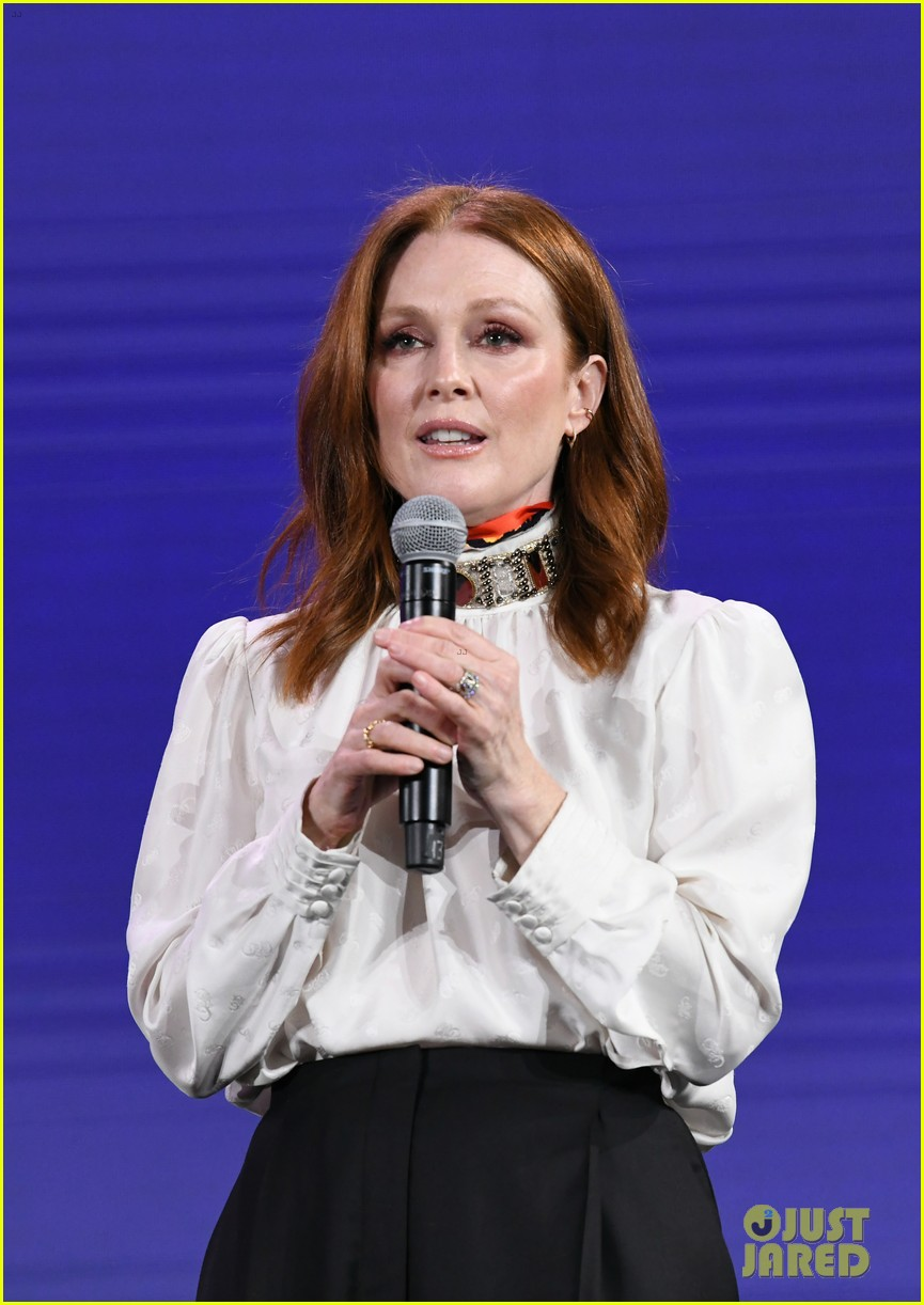 julianne moore attends verizon media upfronts 02