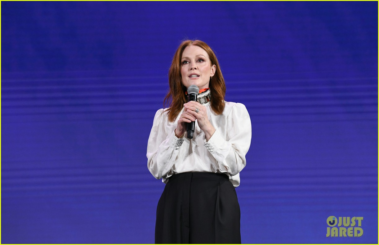 julianne moore attends verizon media upfronts 07