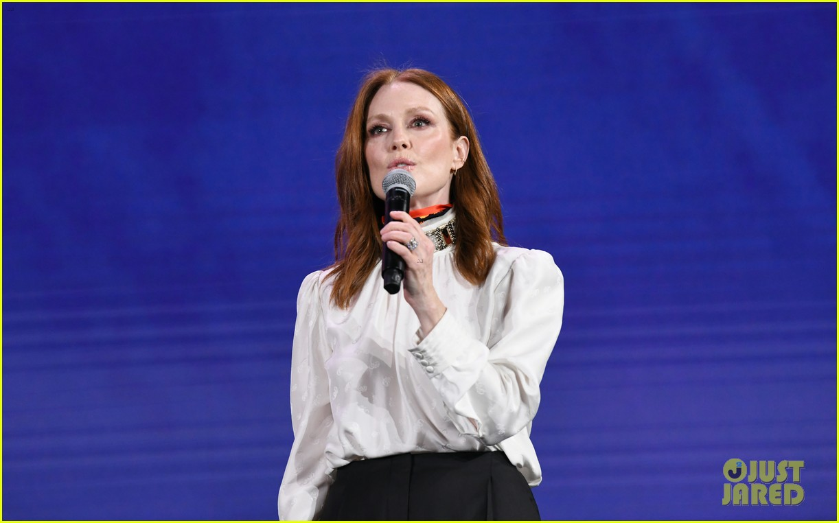 julianne moore attends verizon media upfronts 10
