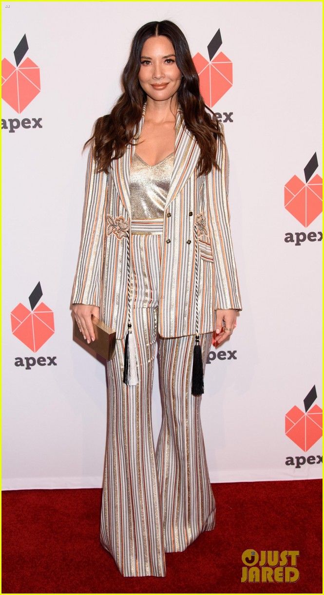 olivia munn gemma chan get honored at apex for youths inspiration awards gala 07