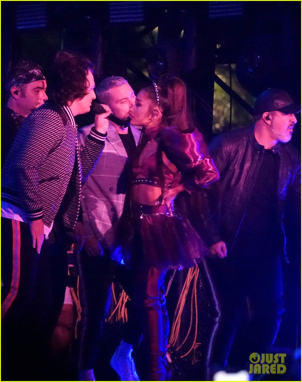 nsync join ariana grande on stage for coachella set 024273202