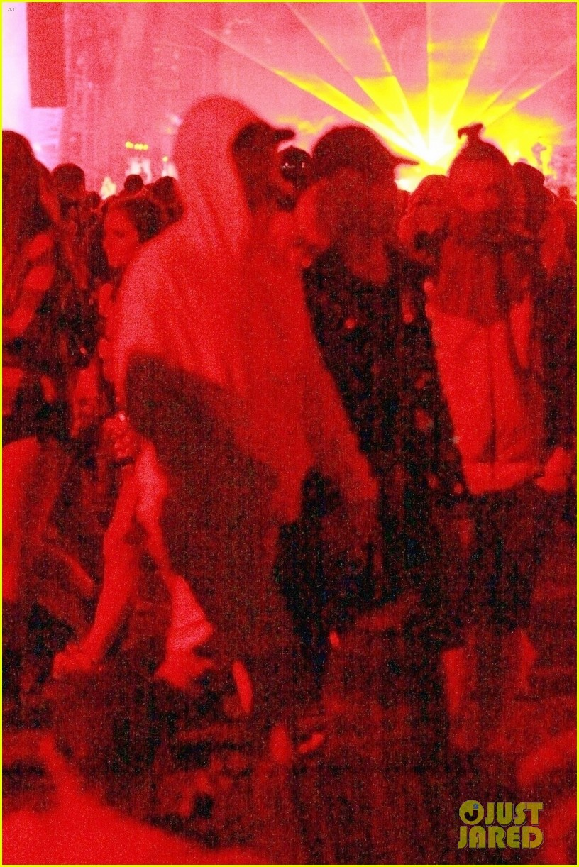 katy perry orlando bloom coachella pda 04