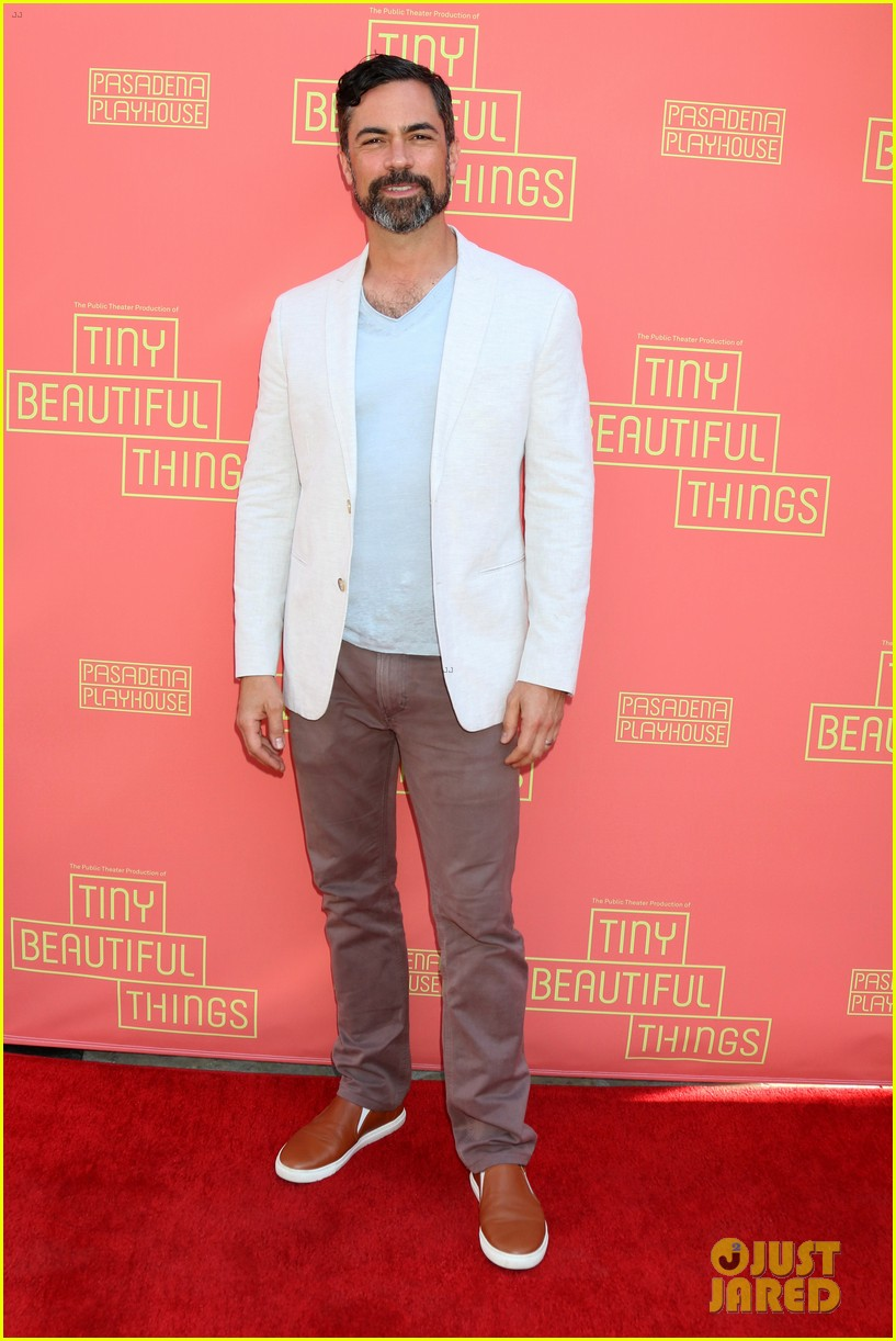 busy philipps nicole richie more support nia vardalos at tiny beautiful things opening night 064273302