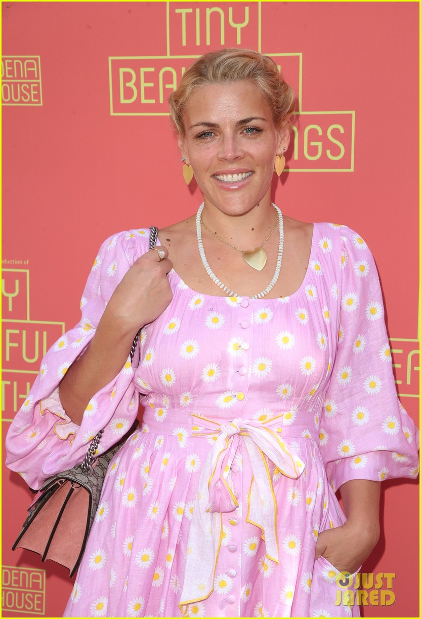 busy philipps nicole richie more support nia vardalos at tiny beautiful things opening night 09