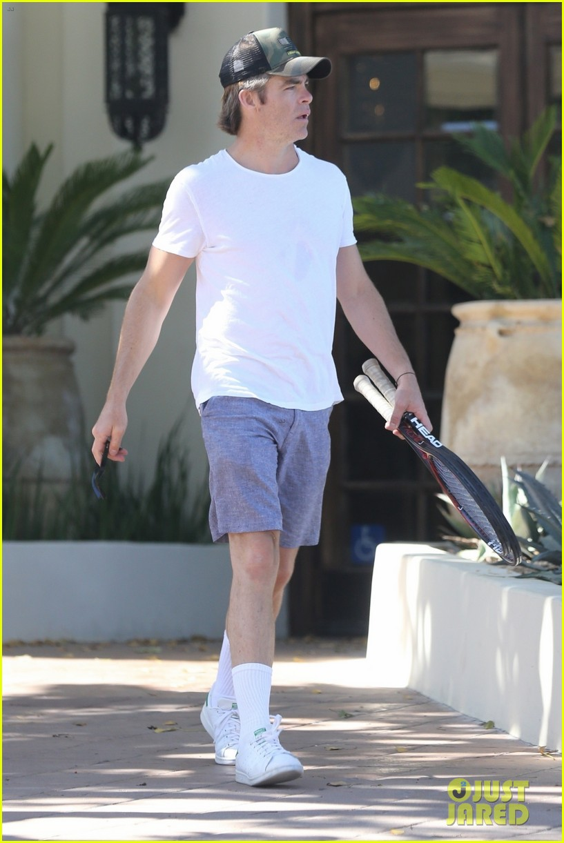 chris pine practices his tennis skills in hollywood 02