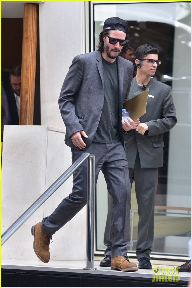 keanu reeves meets with the governor of brazil 01