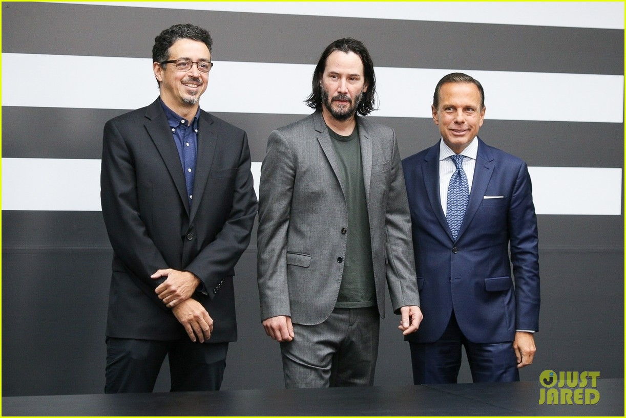 keanu reeves meets with the governor of brazil 03