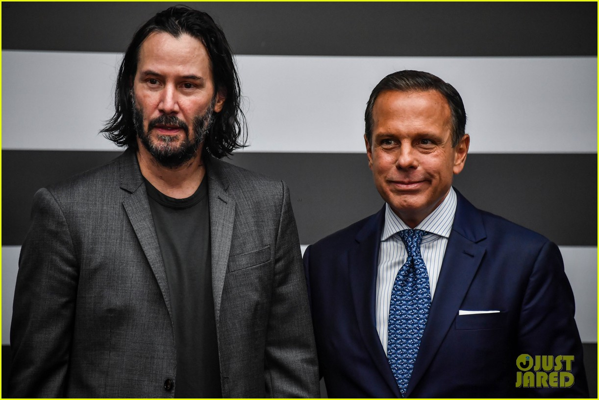 keanu reeves meets with the governor of brazil 04
