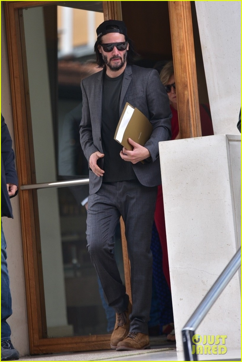 keanu reeves meets with the governor of brazil 05