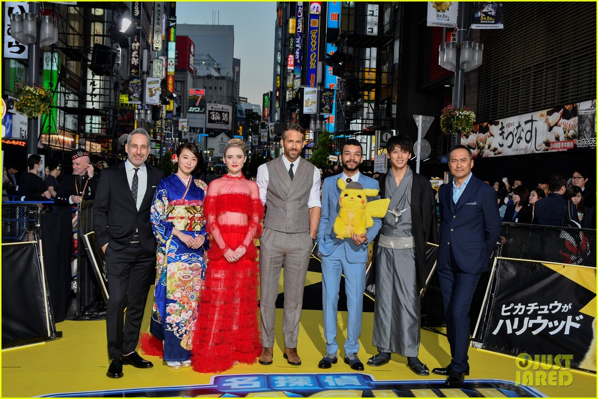 ryan reynolds celebrates detective pikachu world premiere in tokyo 18