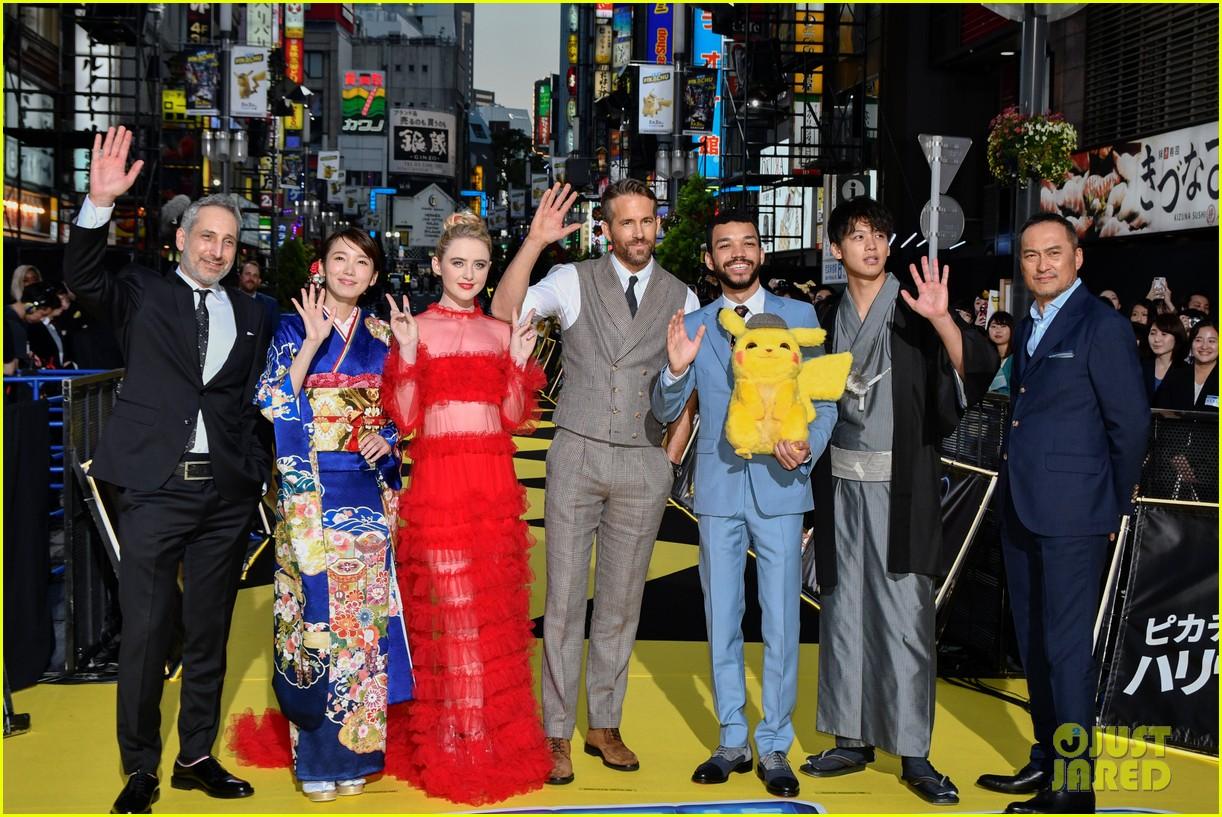 ryan reynolds celebrates detective pikachu world premiere in tokyo 19