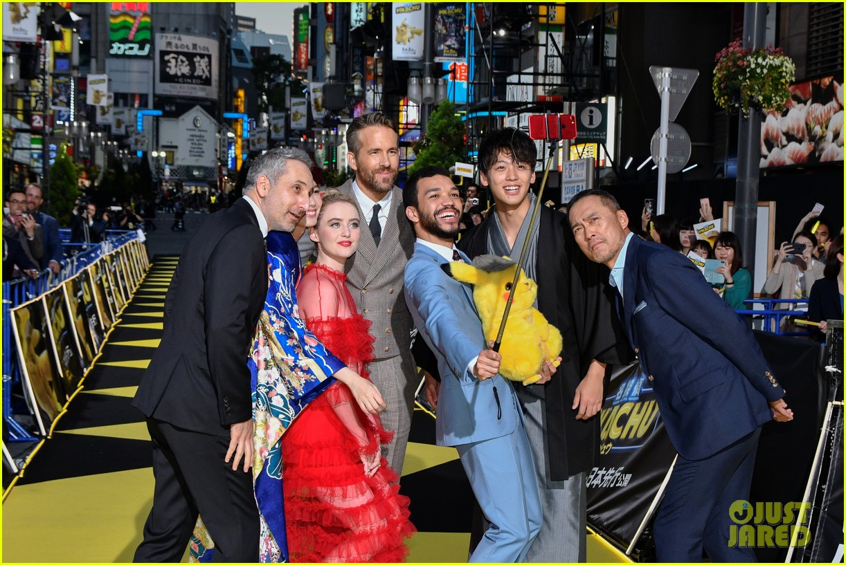ryan reynolds celebrates detective pikachu world premiere in tokyo 21