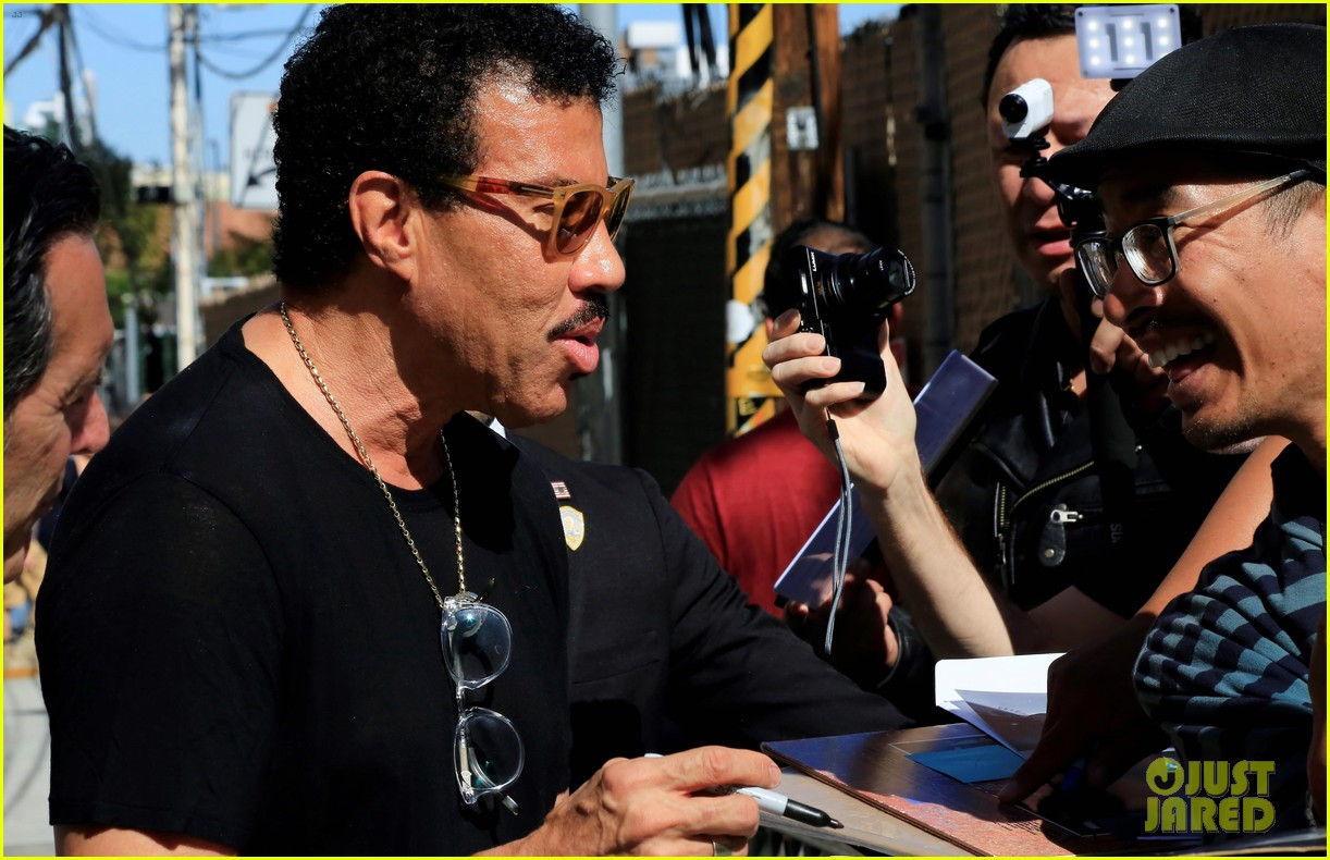 lionel richie says stevie wonder pranked him by driving a car 01