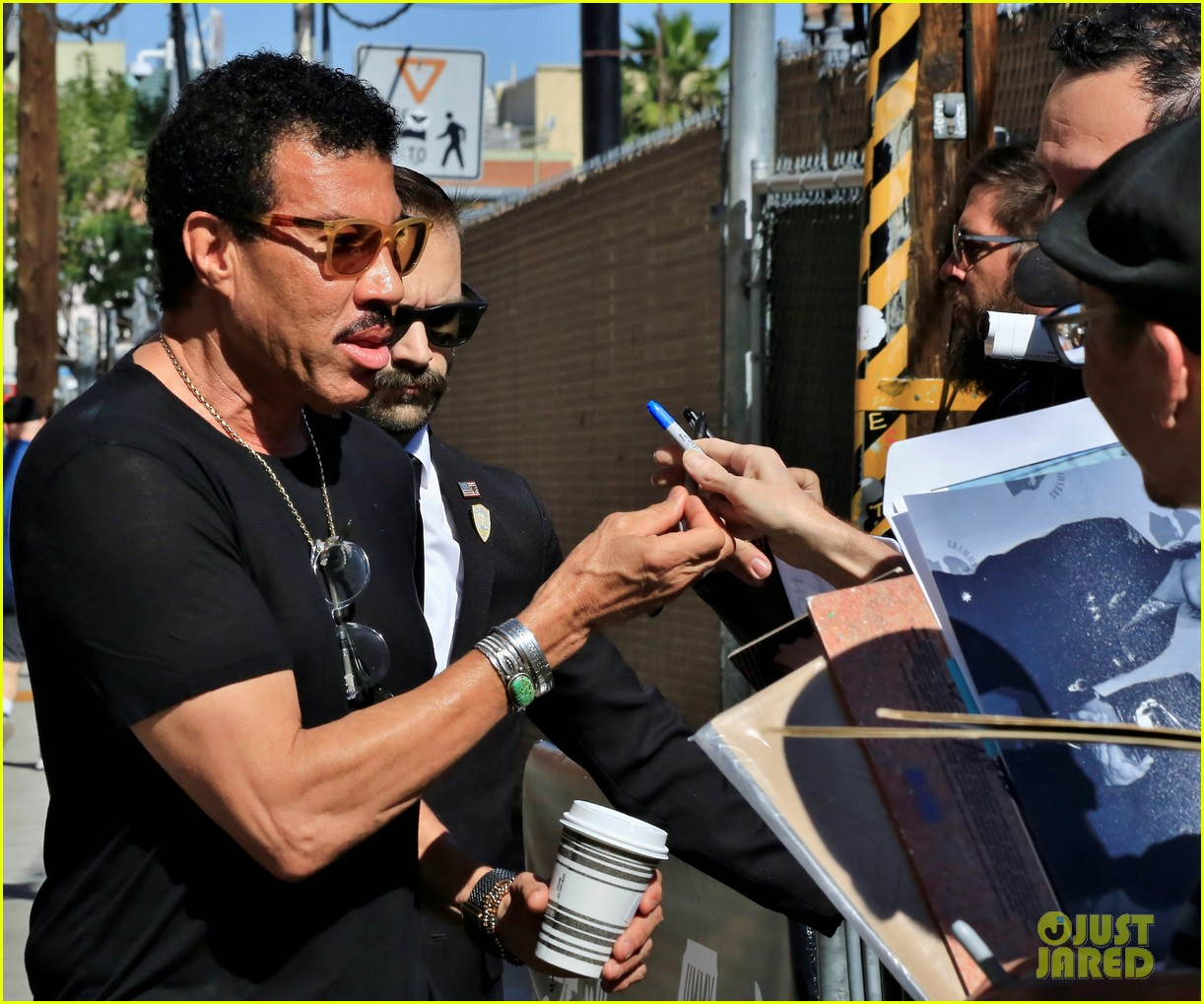 lionel richie says stevie wonder pranked him by driving a car 06