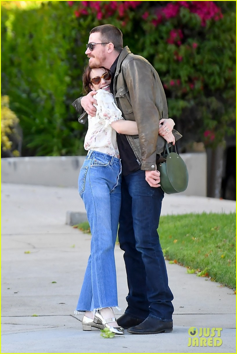 emma roberts  u0026 garrett hedlund embrace  confirm their new