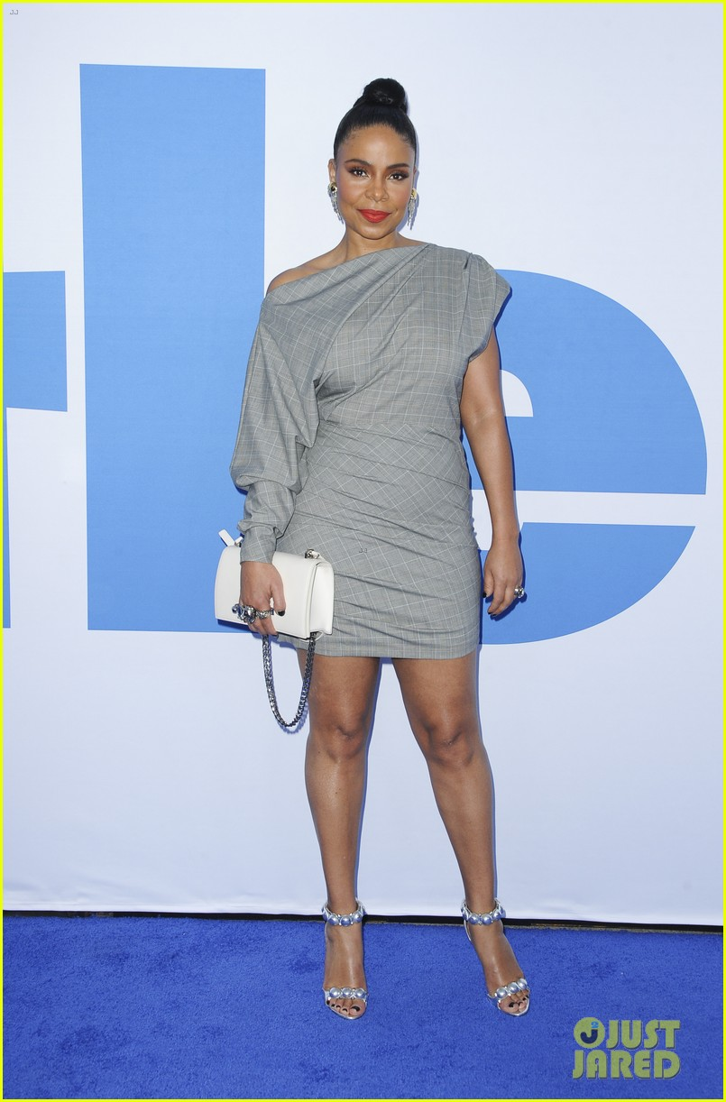 kelly rowland janelle monae support little cast at l a premiere 24