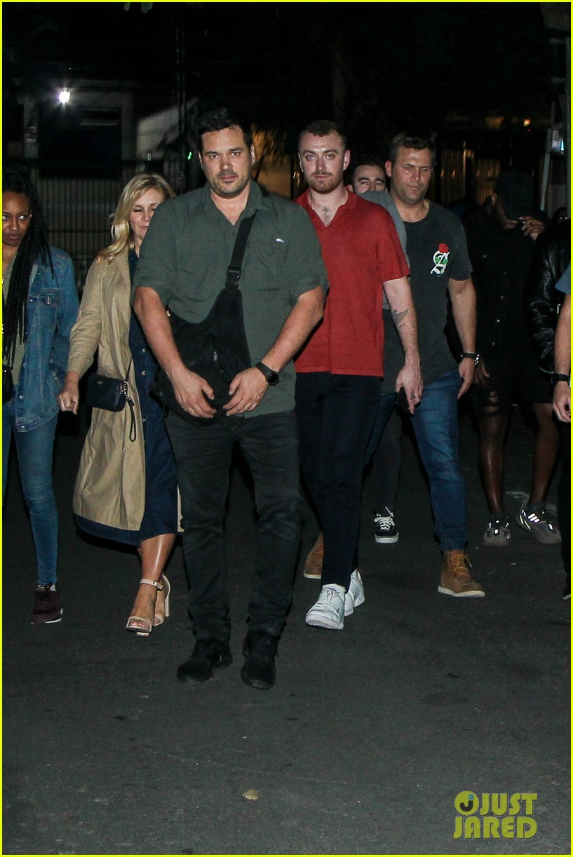 sam smith vacations with friends in sao paolo 02