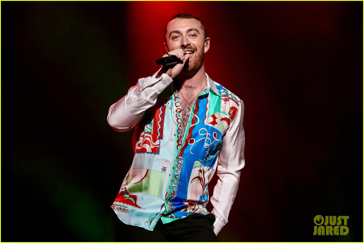 sam smith rocks the stage at lollapalooza in sao paolo 02