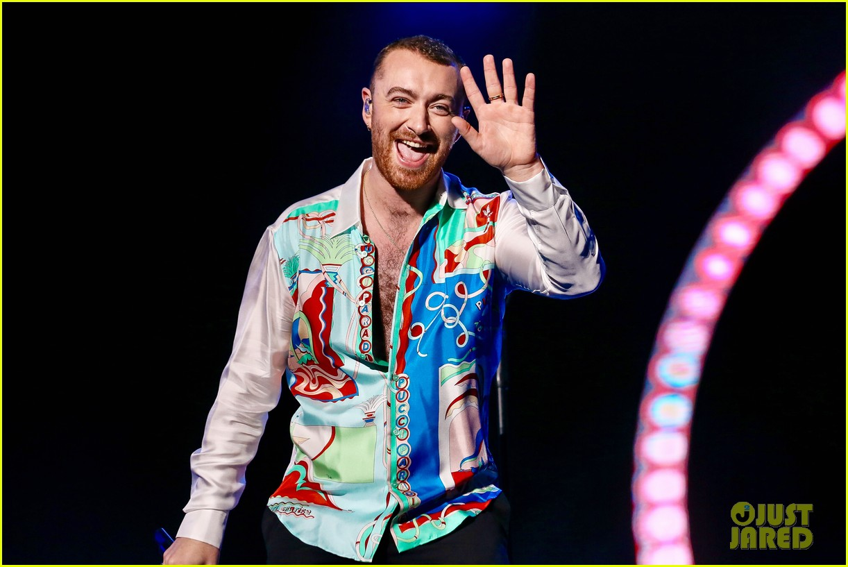 sam smith rocks the stage at lollapalooza in sao paolo 05