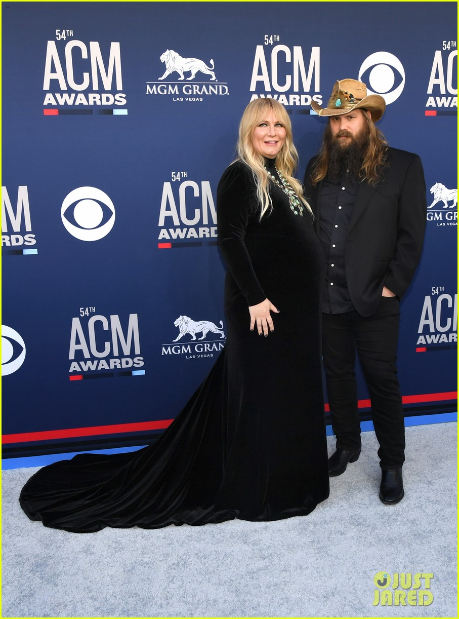 chris stapleton pregnant wife morgane acm awards 054268953