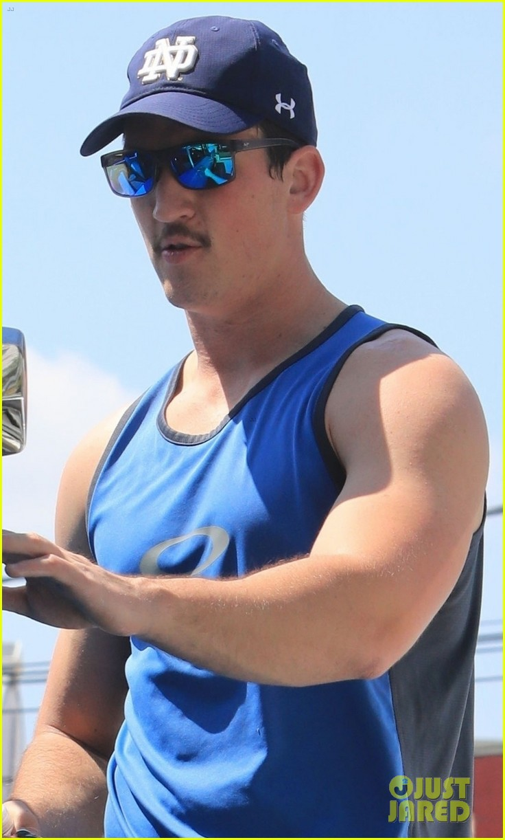 miles teller bares buff biceps at the gym in weho 02