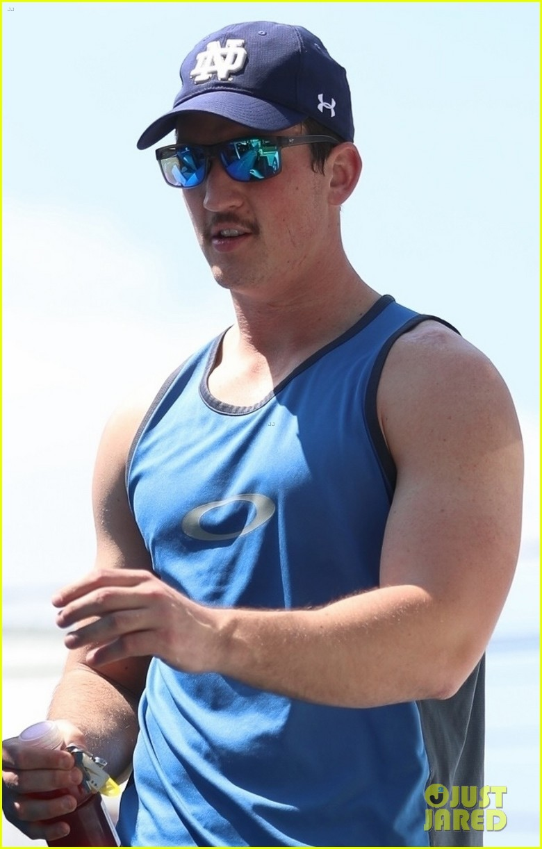miles teller bares buff biceps at the gym in weho 04