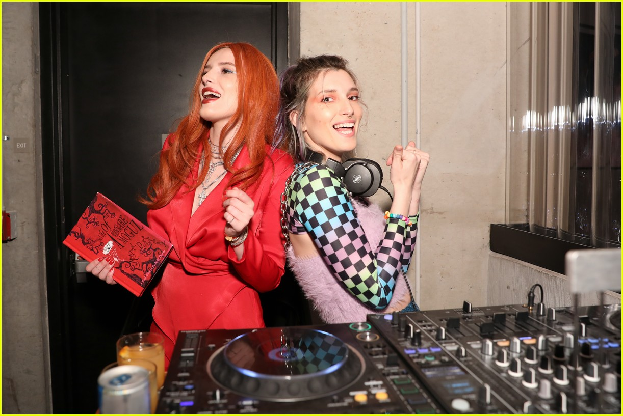 bella thorne and nina agdal team up for moxy chelseas grand opening 04