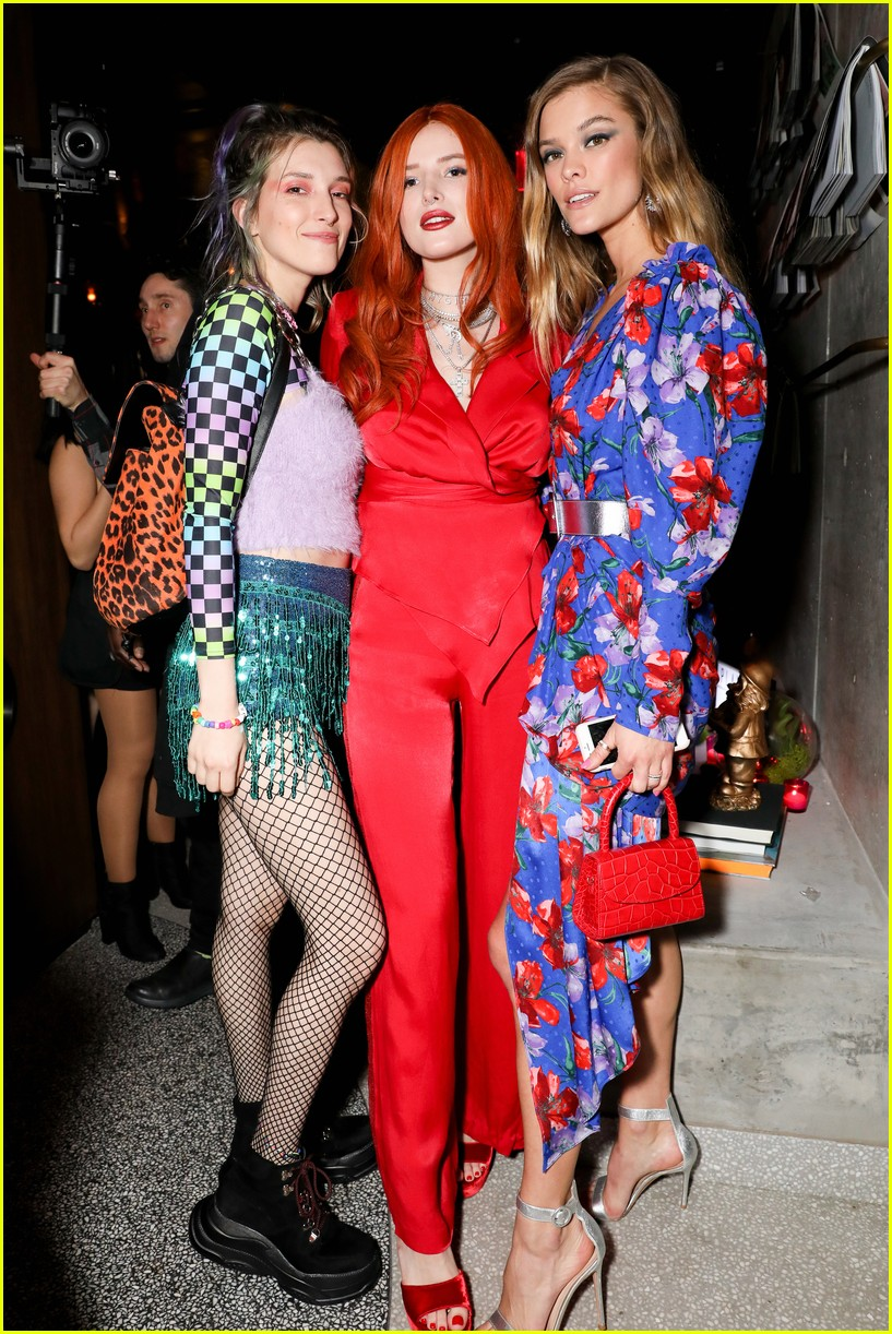 bella thorne and nina agdal team up for moxy chelseas grand opening 15