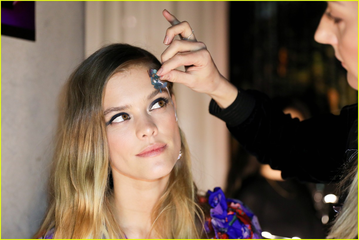 bella thorne and nina agdal team up for moxy chelseas grand opening 17