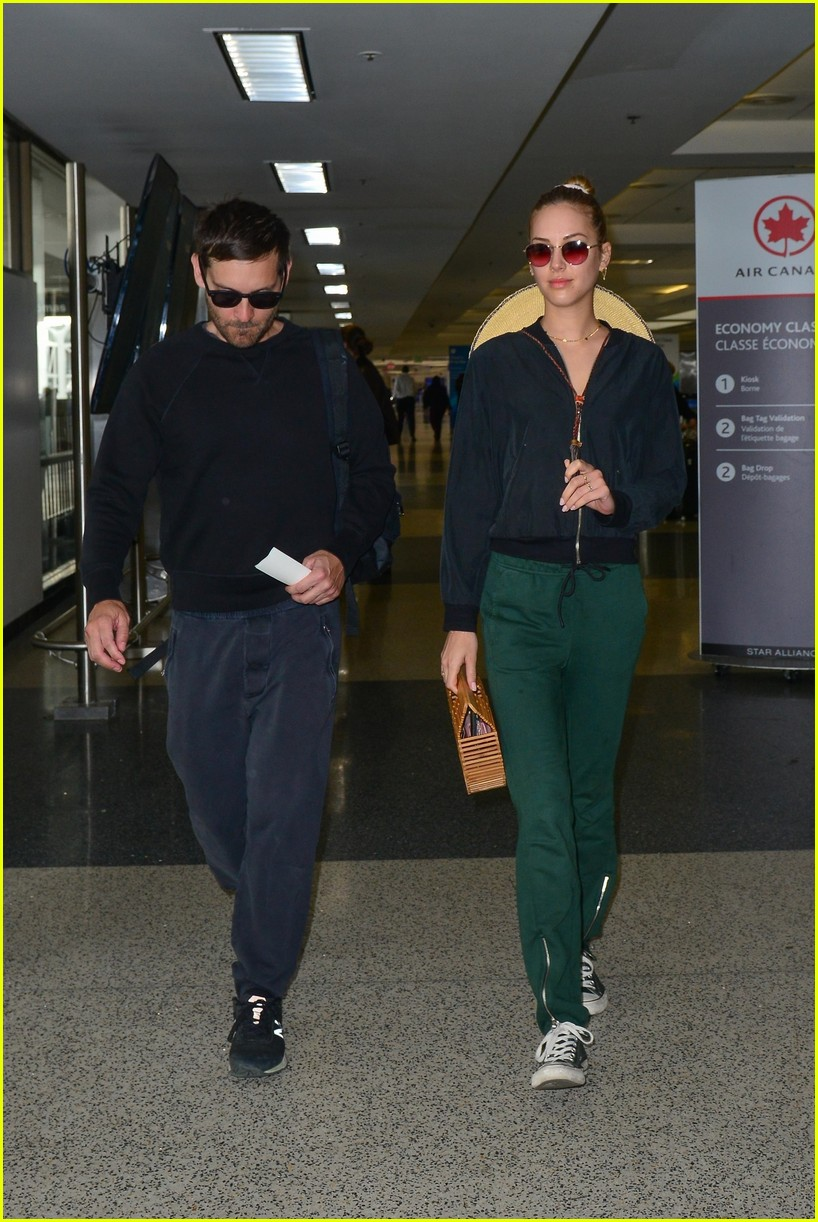 Tobey Maguire & Girlfriend Tatiana Dieteman Travel Out of ...