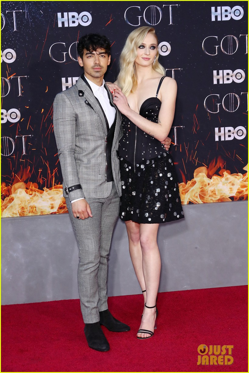 sophie turner gets support from joe jonas at game of thrones season 8 premiere 01