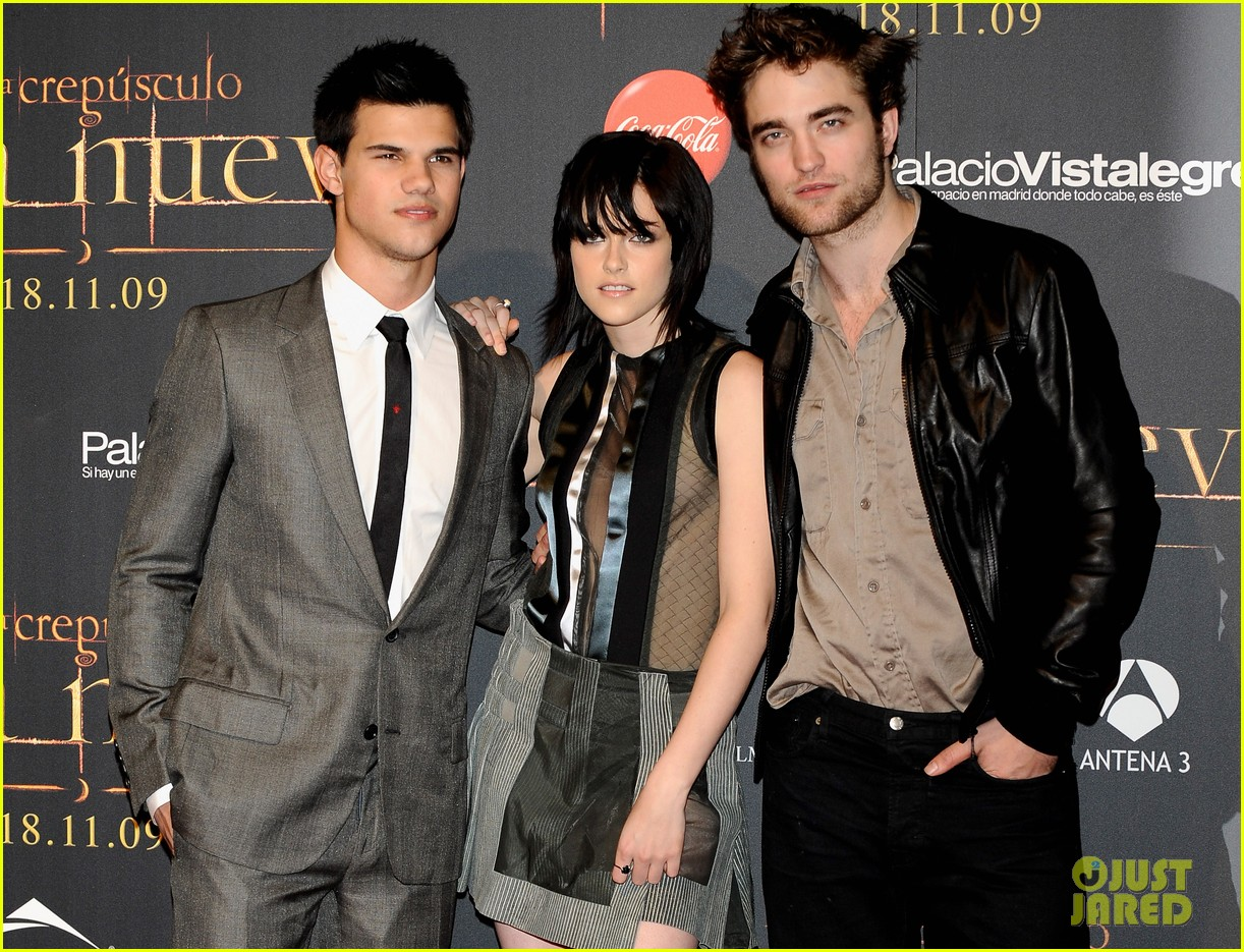 Robert Pattinson Watched Twilight S New Moon The Other