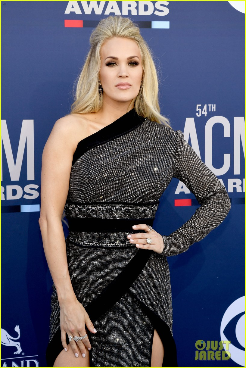 carrie underwood acm awards 2019 mike fisher 04