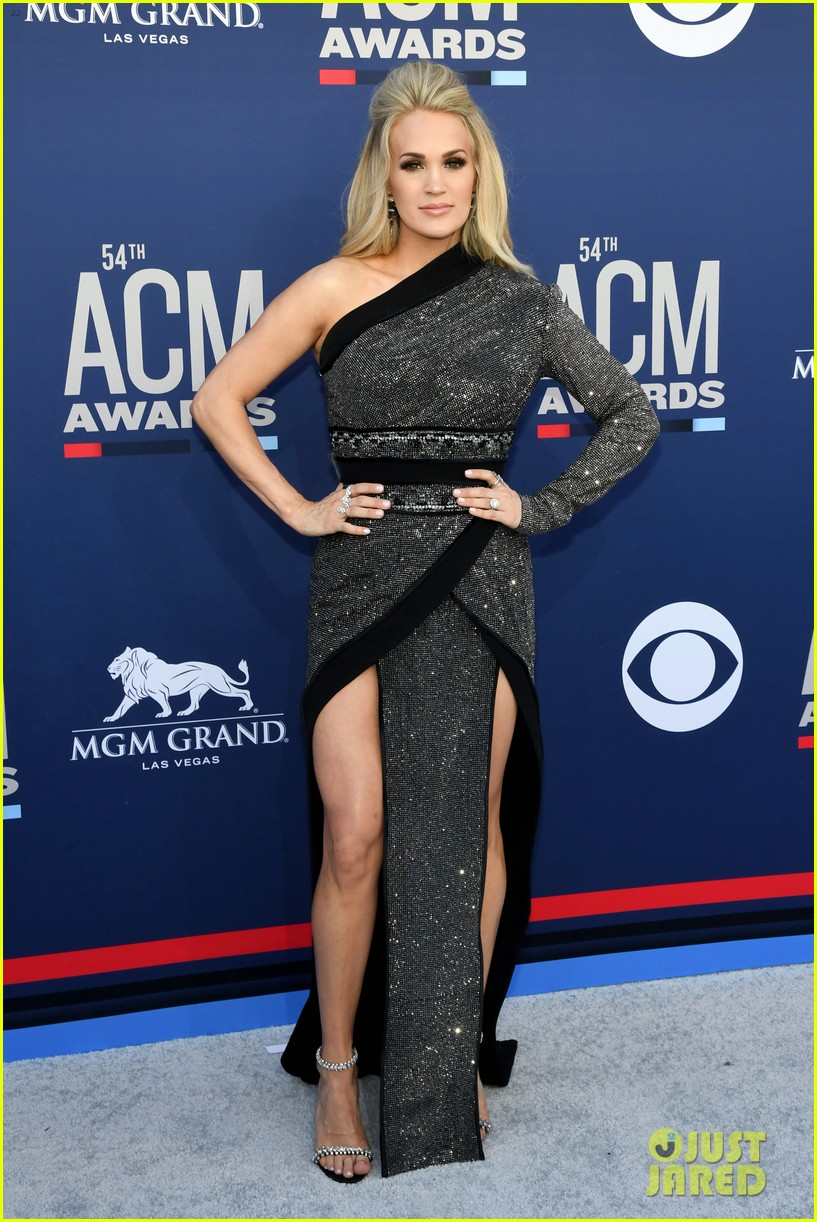 carrie underwood acm awards 2019 mike fisher 05