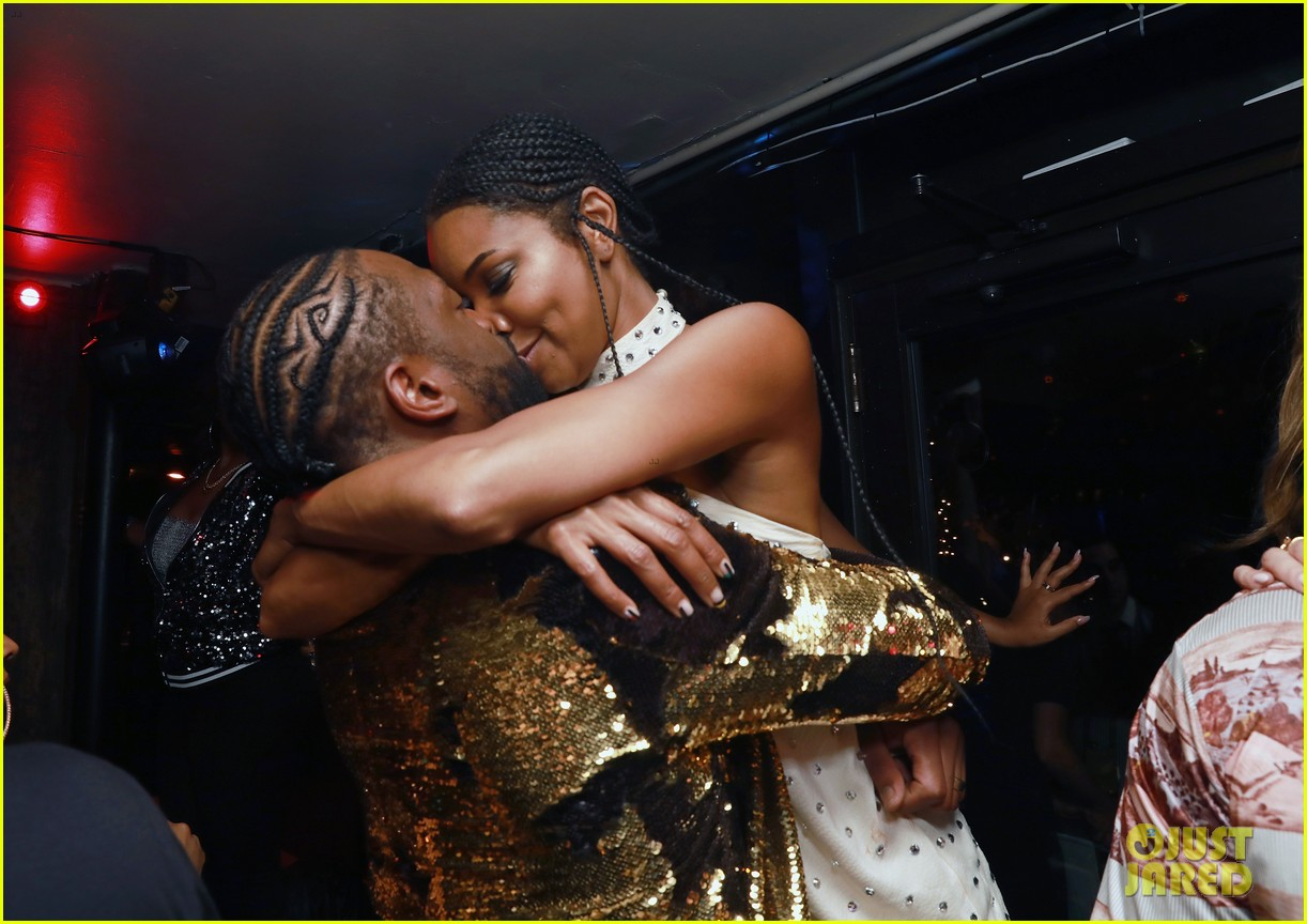 dwyane wade celebrates retirement with gabrielle union at disco themed party 024271092