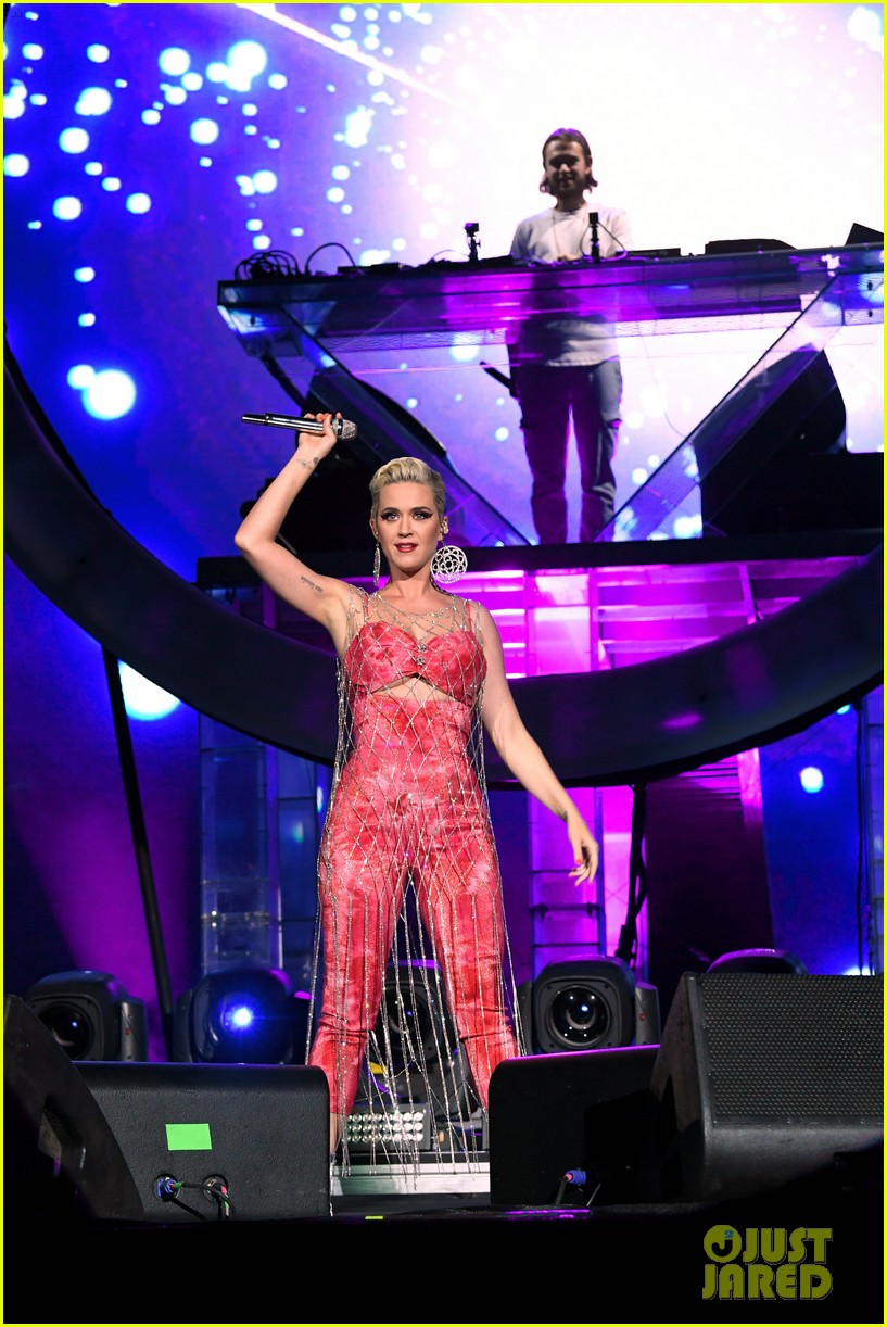 katy perry slays the stage with zedd coachella 02