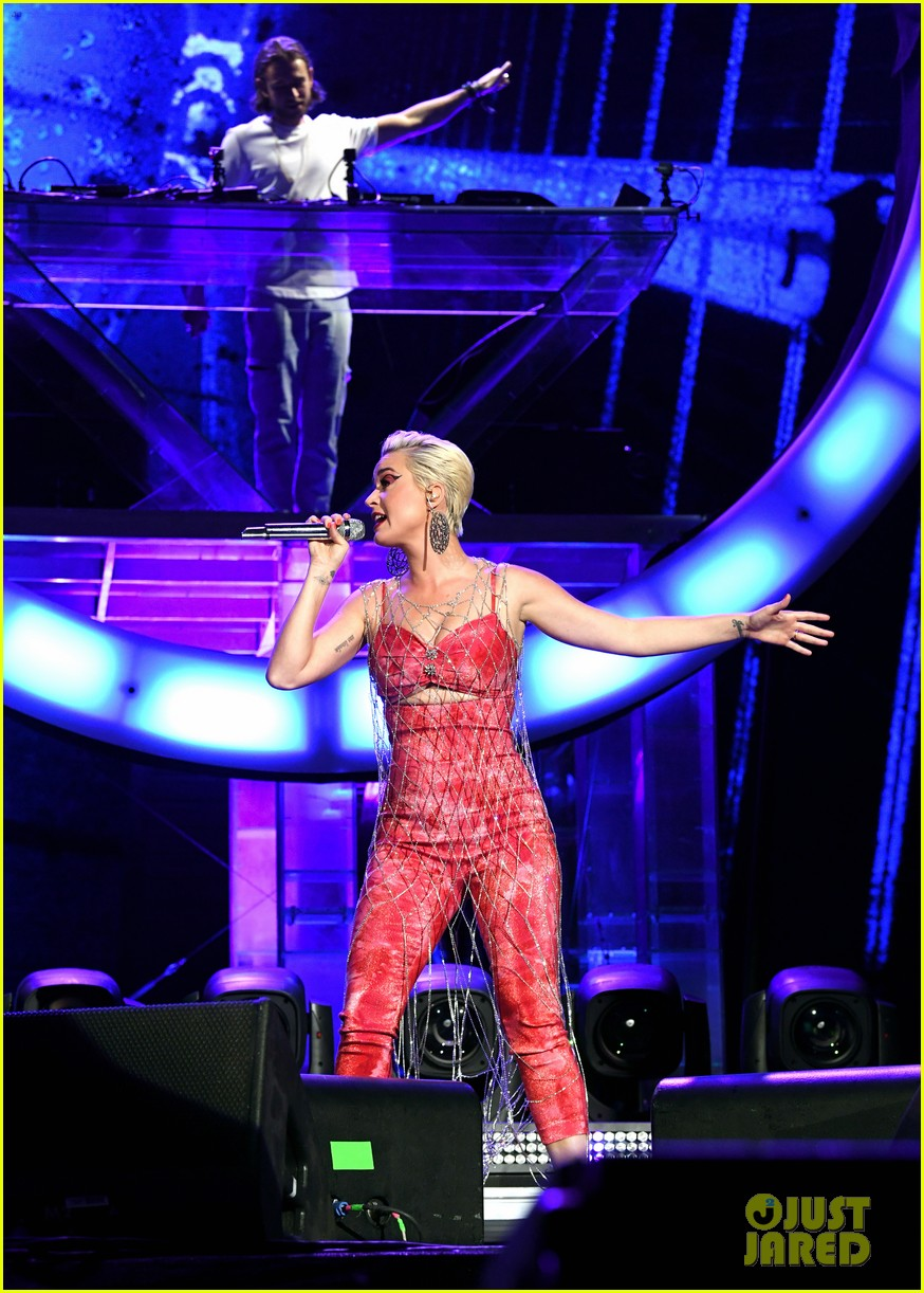 katy perry slays the stage with zedd coachella 08