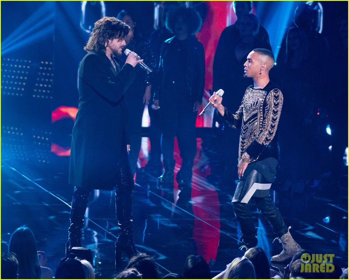 adam lambert performs new song new eyes on american idol finale 044294120