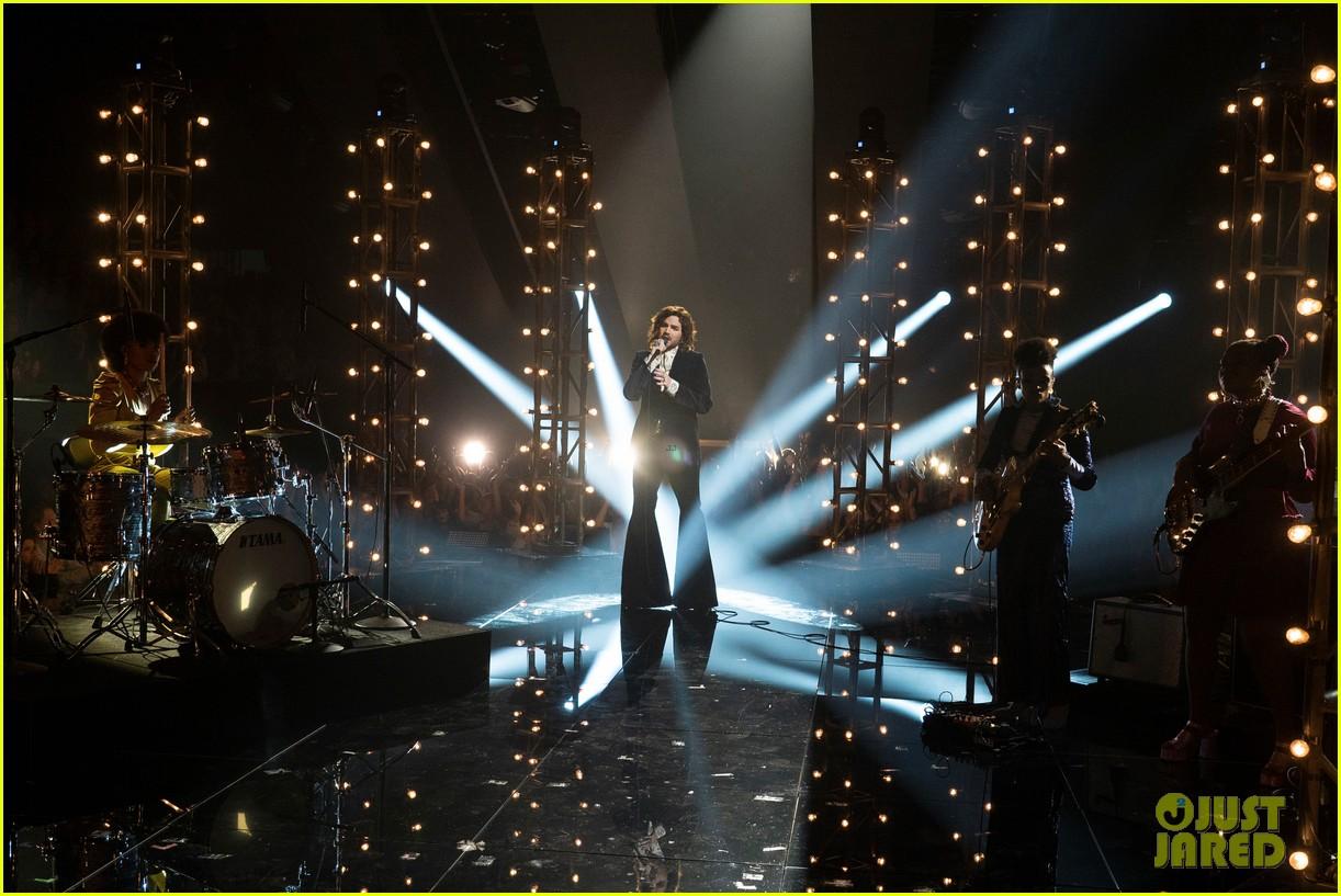 adam lambert performs new song new eyes on american idol finale 064294122