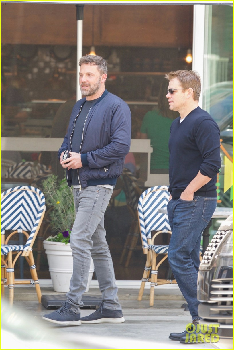 ben affleck matt damon take their moms out for mothers day 01