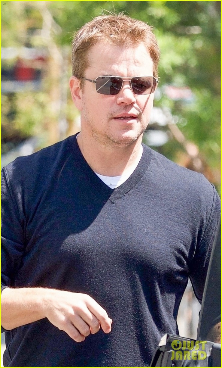 ben affleck matt damon take their moms out for mothers day 02