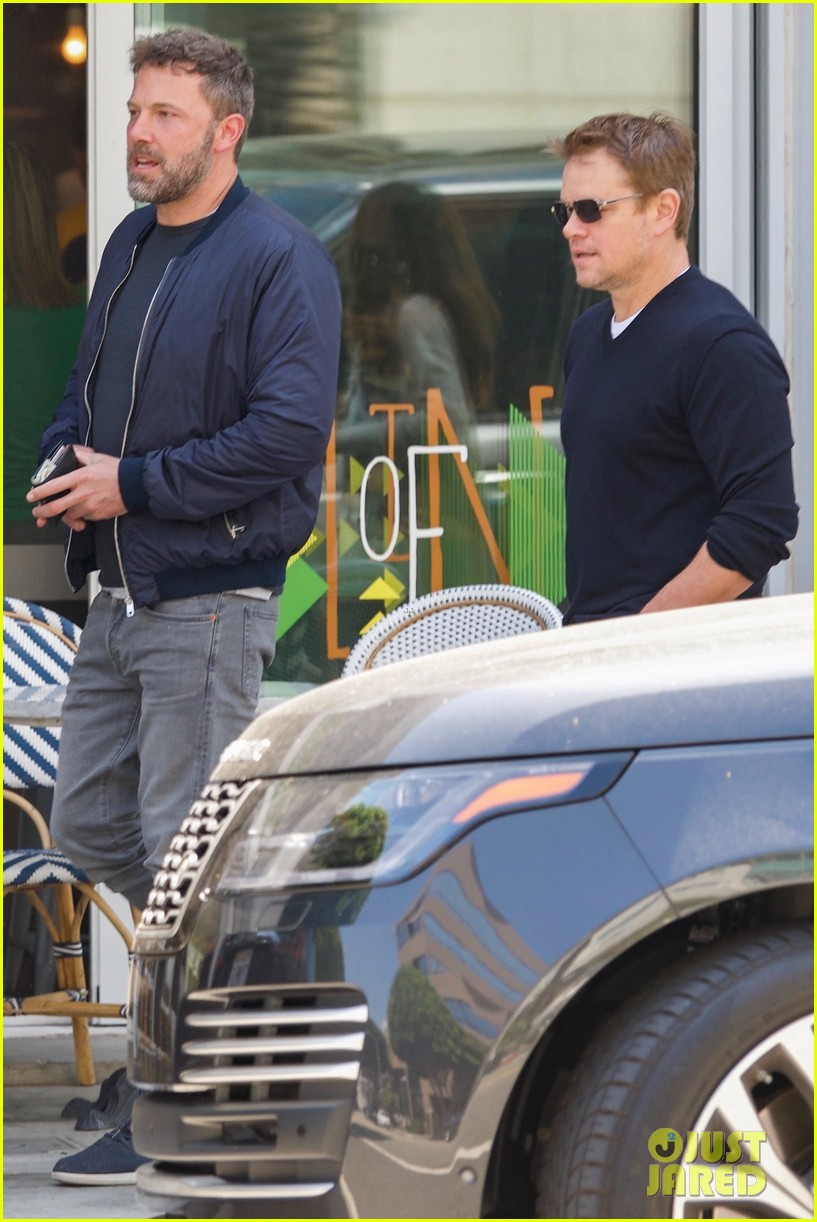 ben affleck matt damon take their moms out for mothers day 03