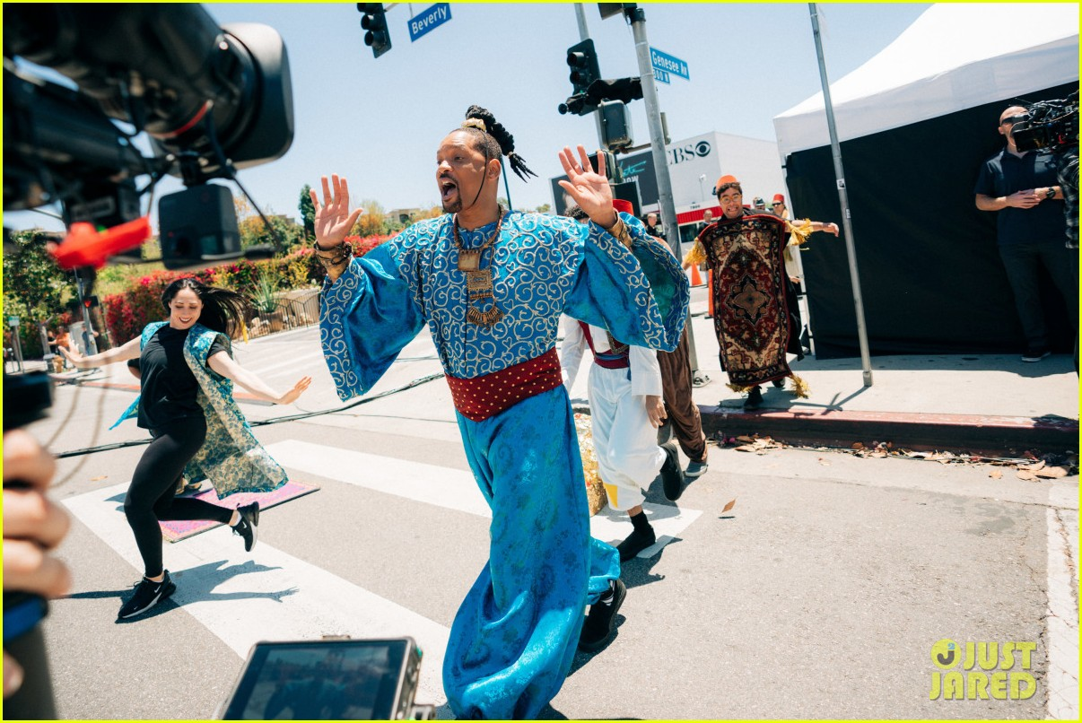 aladdin cast crosswalk musical video 03