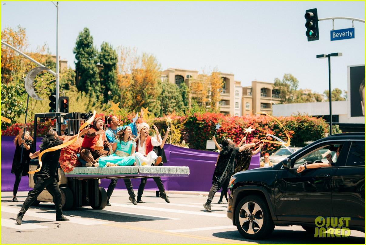 aladdin cast crosswalk musical video 05