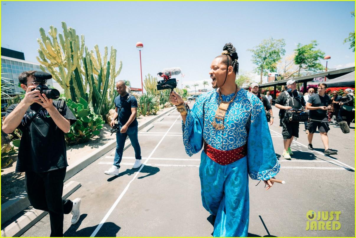 aladdin cast crosswalk musical video 23