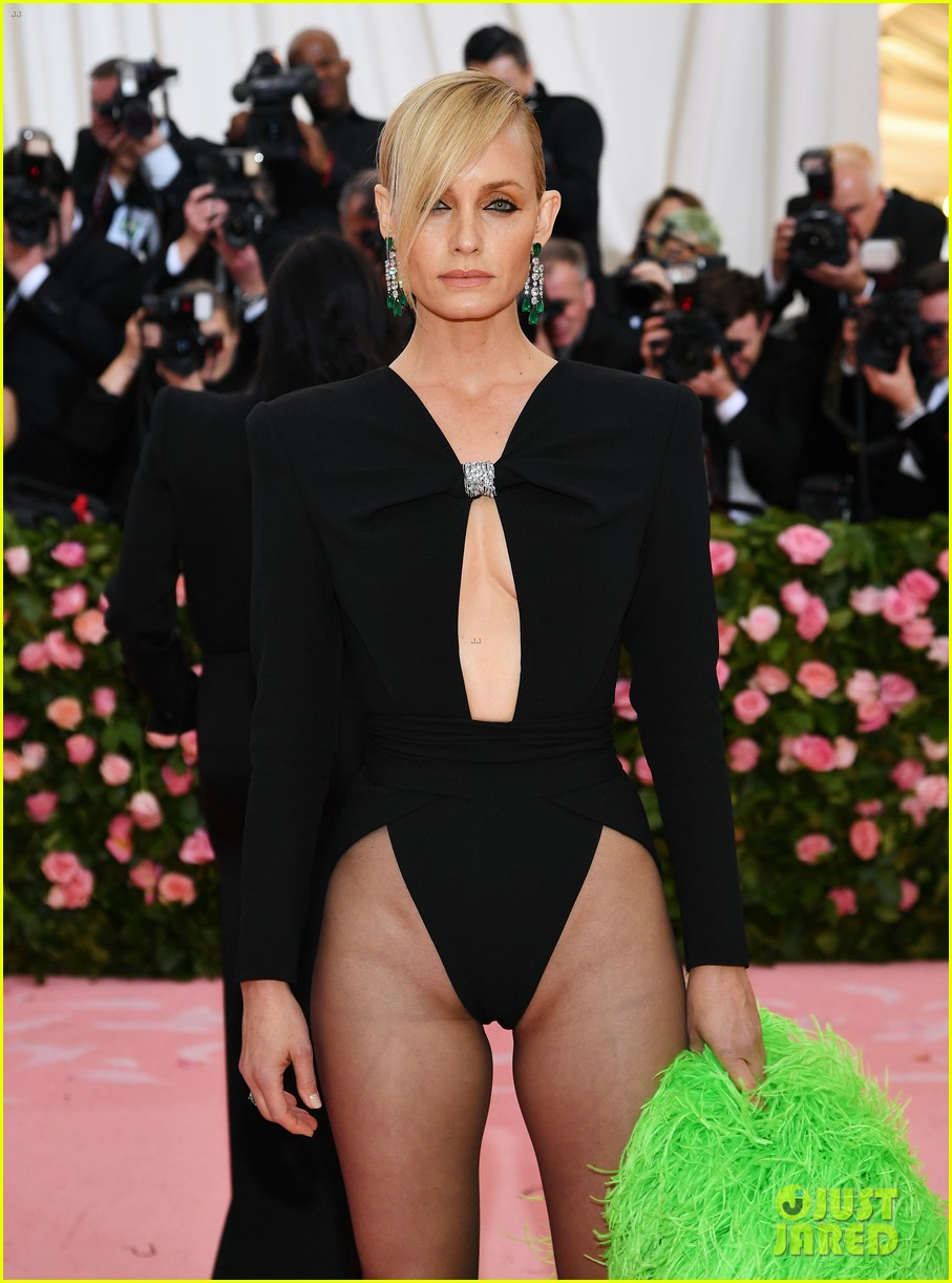Cleavage 2019 Amber Valletta naked photo 2017