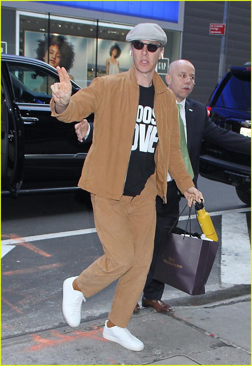 benedict cumberbatch makes fashion statement in nyc 014289445