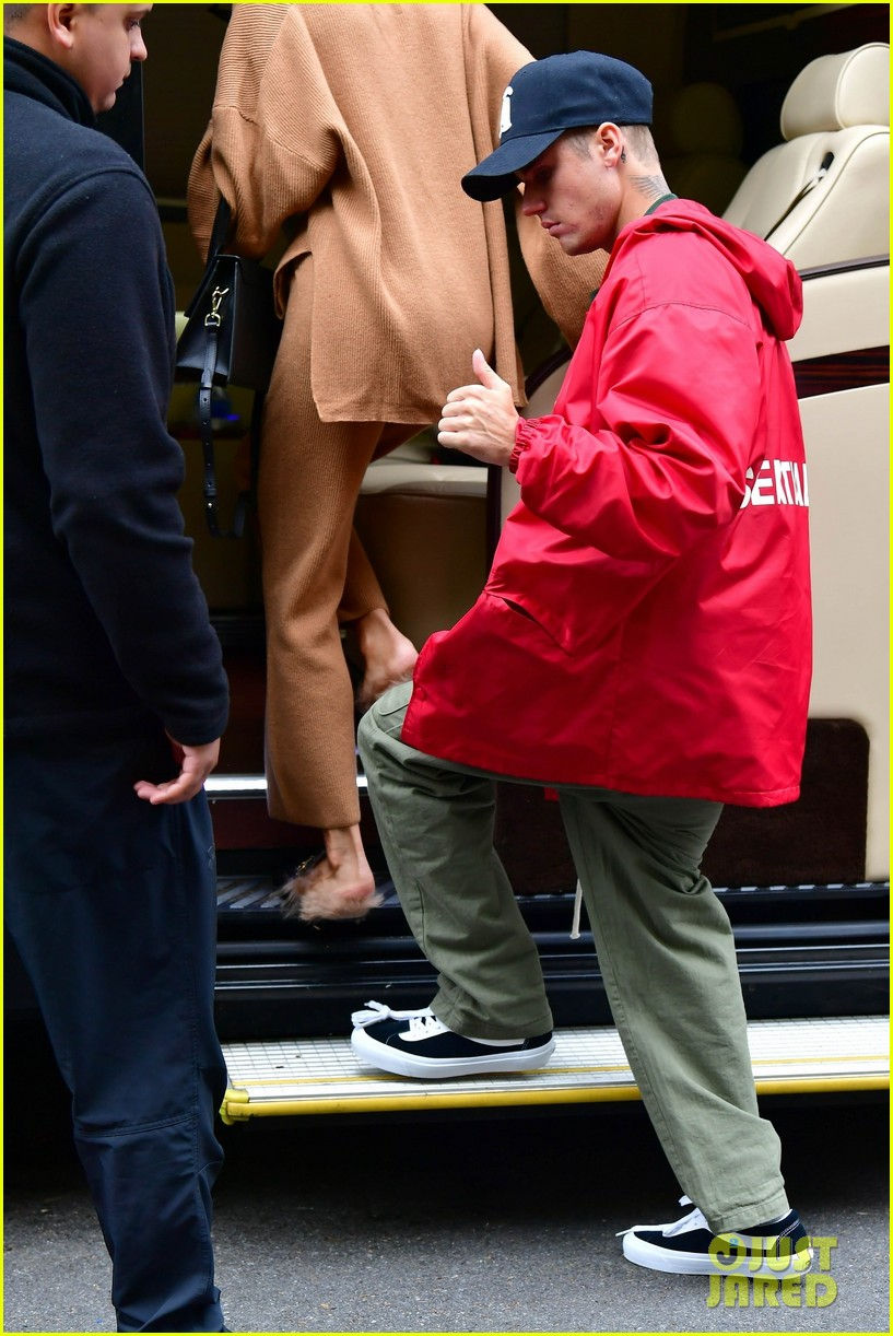 justin hailey bieber hold hands after new york city lunch 01