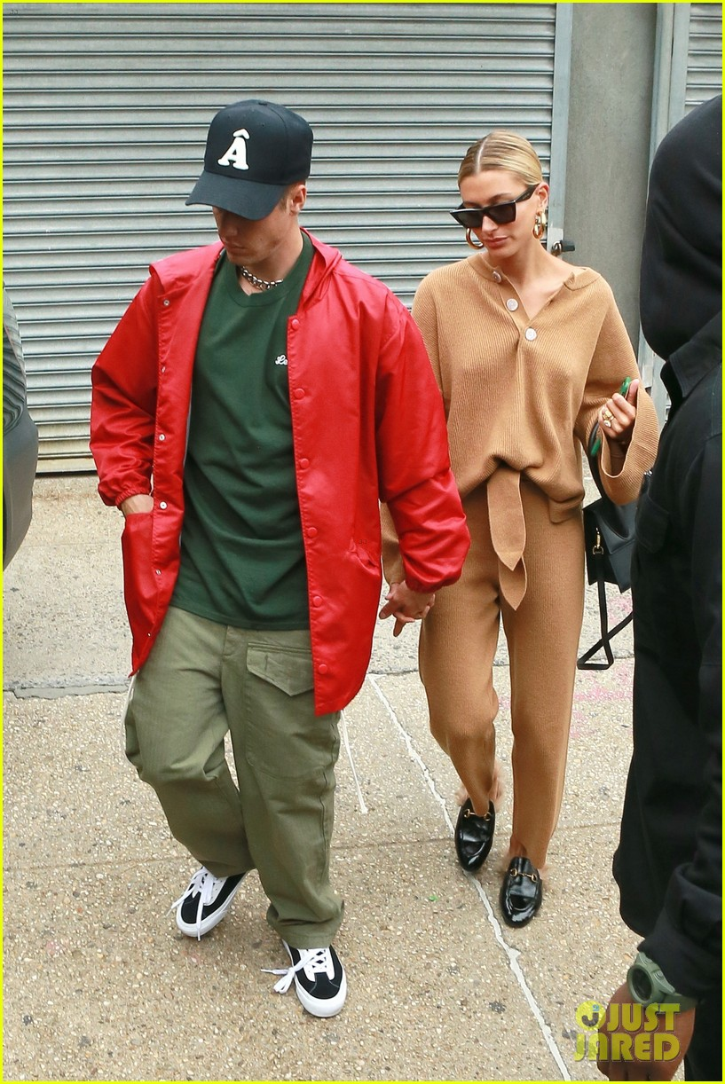 justin hailey bieber hold hands after new york city lunch 03